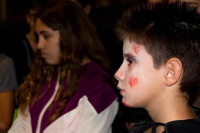 La gent jove de Picassent sobreviu a la nit de Halloween