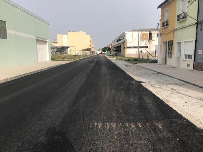 L'Ajuntament asfalta després d'anys de reivindicació veïnal els carrers Carrasco, Vista Alegre i Ruiz Gaitán