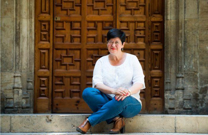 La Falla Plaça Malva atorga el Guardó d'Or 2020 a Immaculada Cerdà Sanchis, acadèmica de l'Acadèmia Valenciana de la Llengua