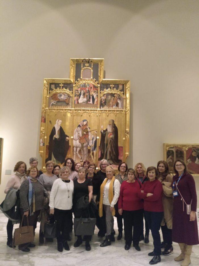 Un grup de dones de Picassent visita els itineraris museístics en clau de gènere a València