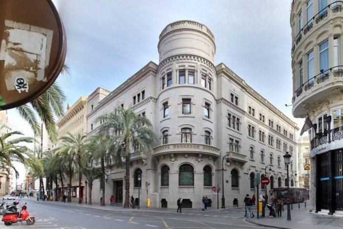 Els vehicles 'zero emissions' podran aparcar gratis en la zona blava de València