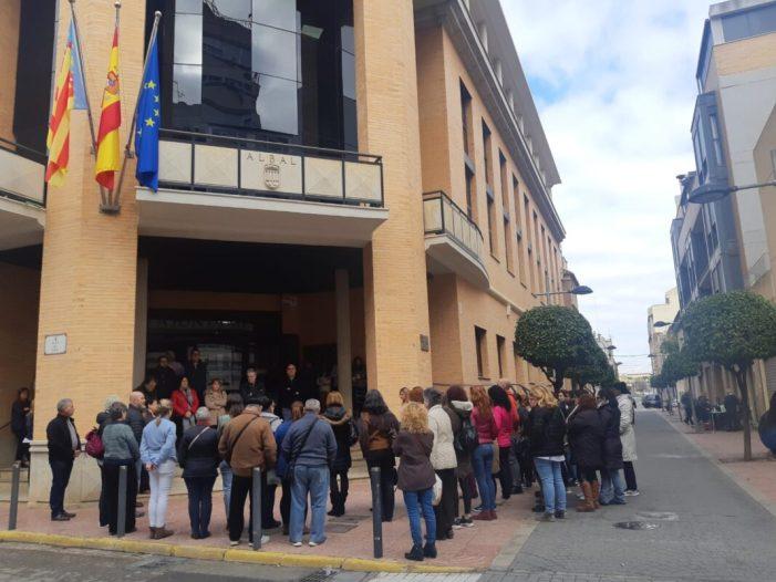Albal guarda silenci per la dona assassinada en Moraira