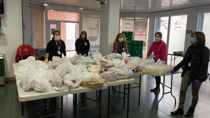 Alaquàs reparteix 140 lots de productes de primera necessitat donats per la cadena de supermercats Mercadona