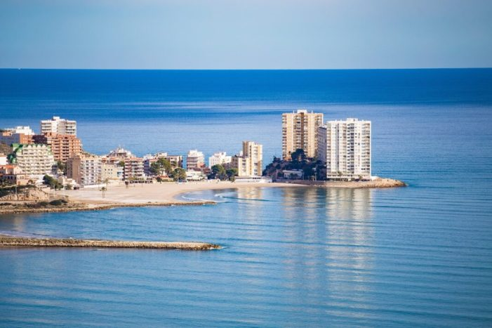 Cullera donarà una ajuda de 100 euros per plaça hotelera