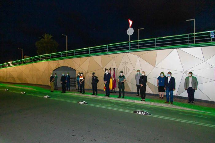 Cullera encén l'enllumenat del Pont de Pedra en homenatge a les víctimes de la COVID-19
