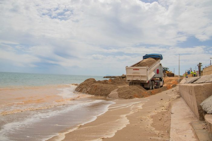 Cullera reprén els treballs de reparació de les platges del sud paralitzats per la Covid-19