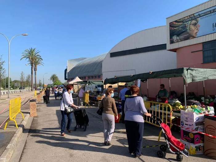 De 9 a 13 hores demà tornen les parades d'alimentació al mercat ambulant d'Alzira