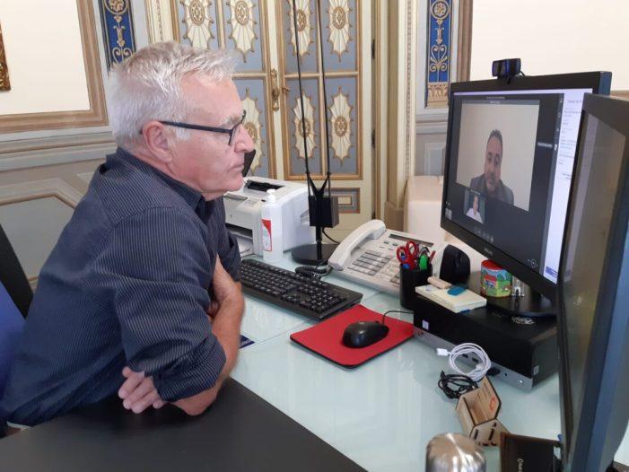 L'alcalde de València, Joan Ribó, s'ha reunit hui, per videoconferència, amb el nou director territorial de Telefónica