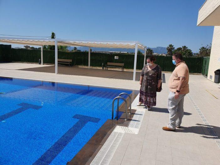 L'Ajuntament  de Sueca obri la piscina descoberta després d'arreglar les deficiències que presentava en la seua inauguració per l'anterior govern municipal