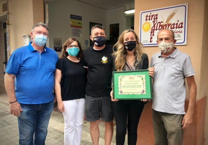 La Falla Platja Patacona – Camí de Vera dóna aliments valorats en 1.400 euros a l'ONG Tira Avant Alboraia Solidària a les persones més vulnerables d'Alboraia
