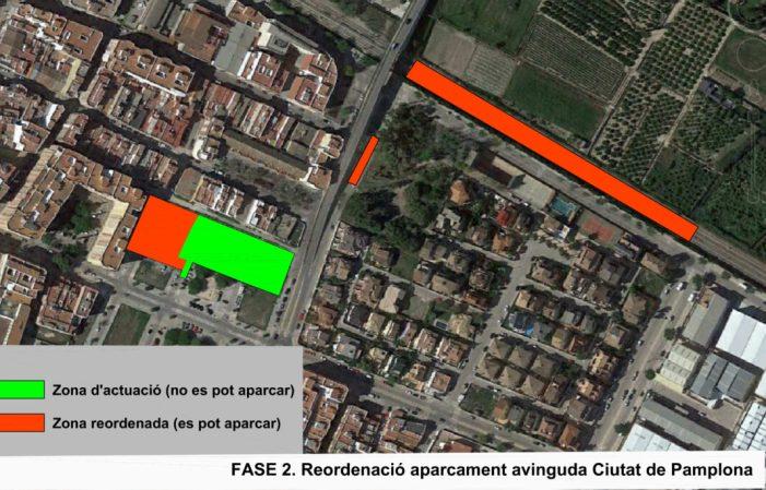L'Ajuntamentde Sueca reordena l'aparcament de Ciutat de Pamplona, en la fase 2 de les obres, per l'arribada de les aules prefabricades del CEIP Carrasquer