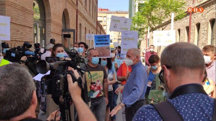 LA UNIÓ i AVA-ASAJA es tornen a concentrar en protesta per la falta de mesures per a frenar el Cotonet de Sud-Àfrica en els cítrics