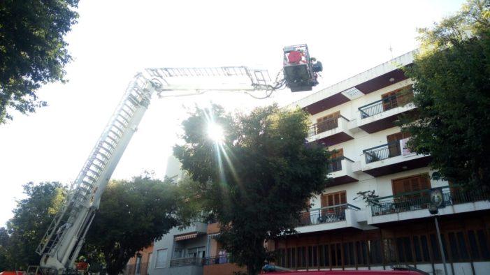 Evacuació d'un veí de l'Alcúdia per la finestra de sa casa