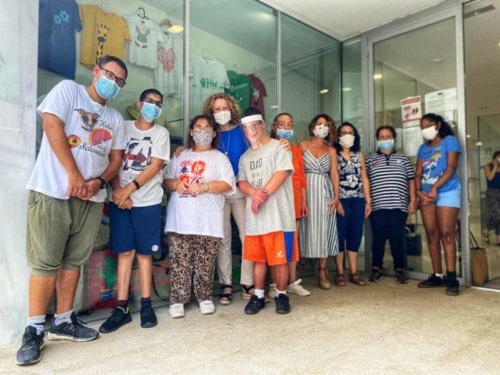 La portaveu del PP a Torrent, Amparo Folgado, acompanyada de la regidor Ana Penella, ha visitat aquest matí el Centre Ocupacional de la Fundació Espurna a la ciutat de Torrent