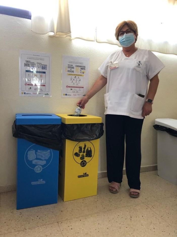 El Departament de Salut de la Ribera i Ecoembes signen un conveni per a potenciar el reciclatge de residus no sanitaris en Atenció Primària