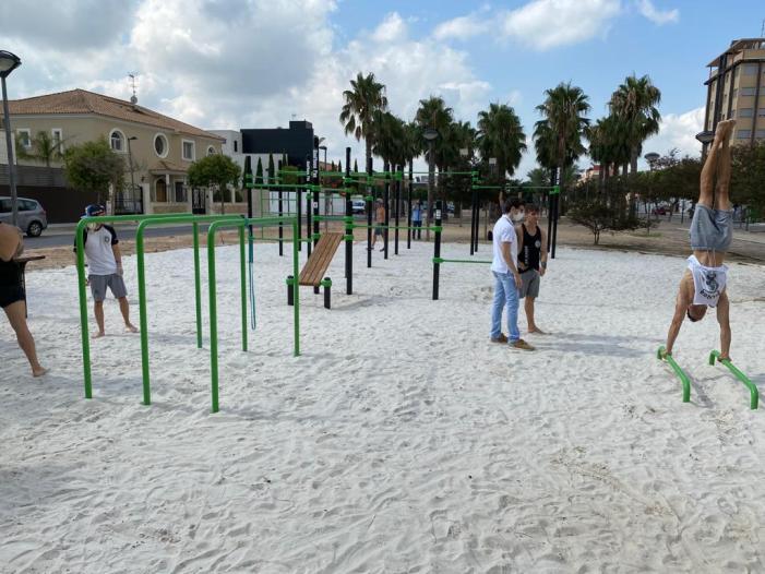 Algemesí estrena equipament per a practicar la cal·listènia en el bulevard del passeig de Bernat Guinovart