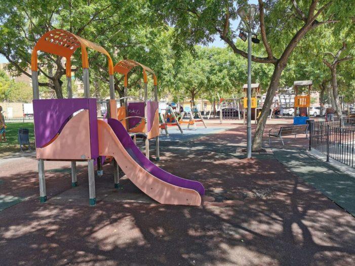 Xirivella renova cautxú i mobiliari en cinc parcs infantils