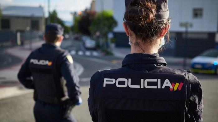 La Policia Nacional deté a València un home després d'amenaçar amb un ganivet a la caixera d'un supermercat per a robar-li