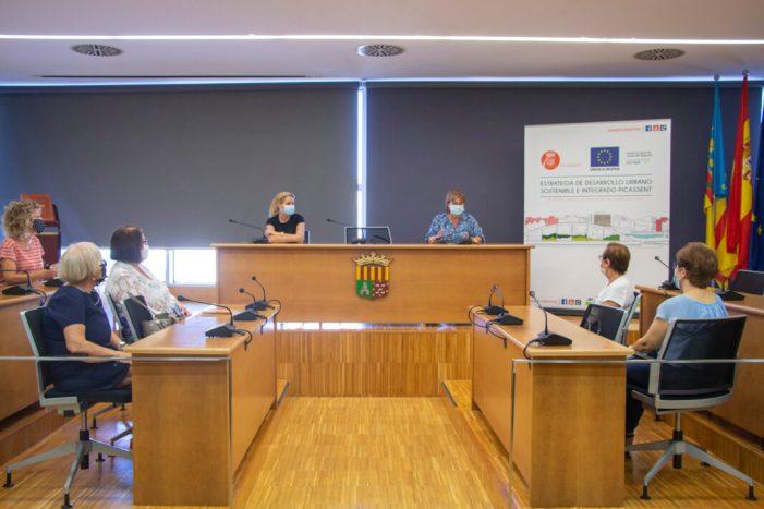 L'alcaldessa de Picassent rep a la directiva de les Ames de Casa Tyrius amb motiu de l'inici del curs