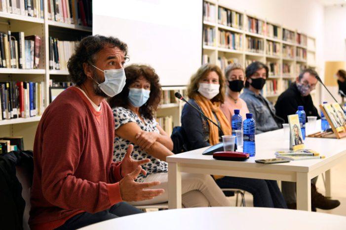 Paiporta fa un homenatge al contacontes Llorenç Giménez amb la presentació del llibre 'Conte contat…'