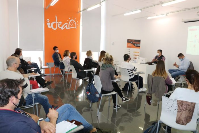 """Alzira ultima el llançament de la plataforma de venda online """"Alzira es comercio"""""""