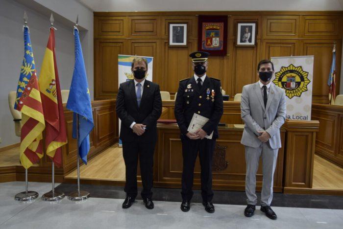 El Dia de la Policia Local de Burjassot se celebra amb el lliurament de condecoracions en el Saló de Plens de l'Ajuntament