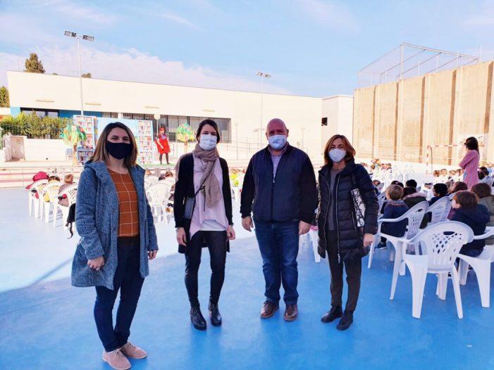 L'Ajuntament de Turís ofereix teatre en anglés per a l'alumnat del CEIP Joaquín Muñoz