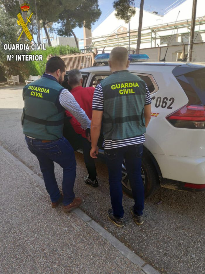 La Guàrdia Civil deté a una persona que sostreia de manera violenta caixes de marisc de botigues de productes congelats a la comarca de la Ribera Alta