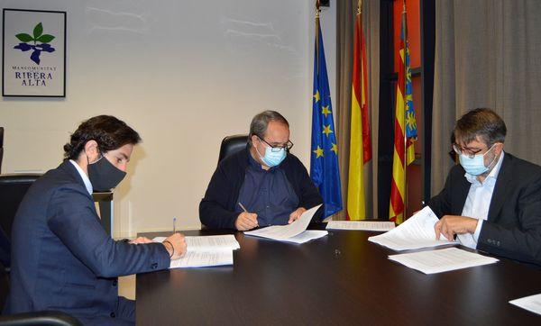 La Mancomunitat de la Ribera Alta signa un contracte per a la recollida selectiva de residus
