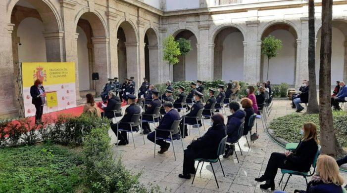 La Delegada del Govern en la Comunitat Valenciana, Gloria Calero lliura les condecoracions al mèrit civil