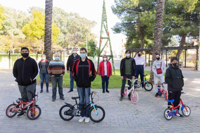 L'alumnat del projecte «Bici l'Om» de l'IES dona 6 bicicletes a l'Ajuntament  de Picassent