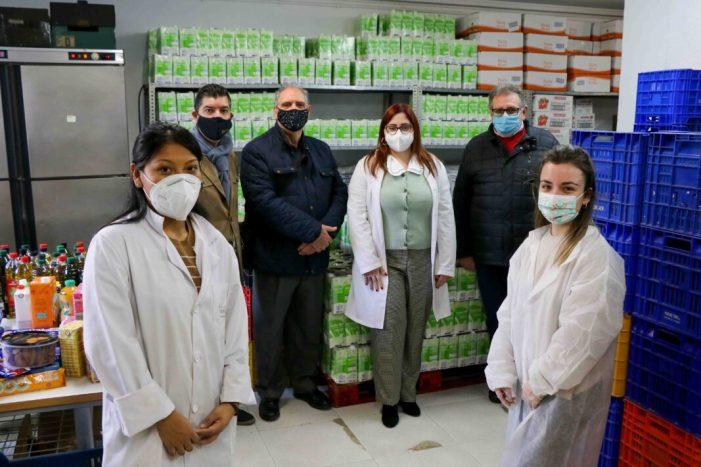 La Fundació Isabel dóna 50kg de tonyina, 1.200kg d'arròs, 1.500 litres d'oli i 2.900 litres de llet al Punt d'Aliments