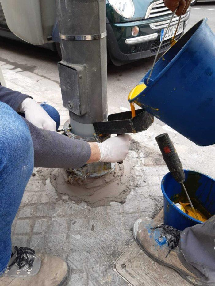 L'Ajuntament d'Alaquàs repara i potegeix 39 fanals afectats per la corrosió de l'orina dels animals