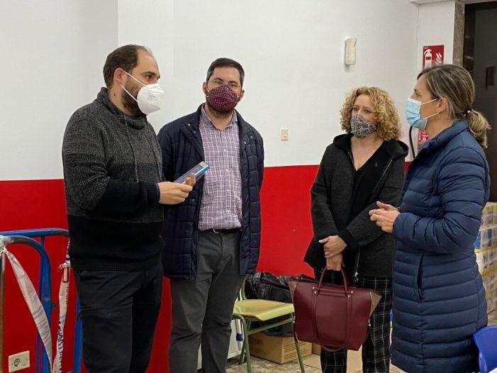 PP de Torrent: Bastidas i Folgado visiten l'Economat Mare de Déu del Pòpul de Càritas a Torrent