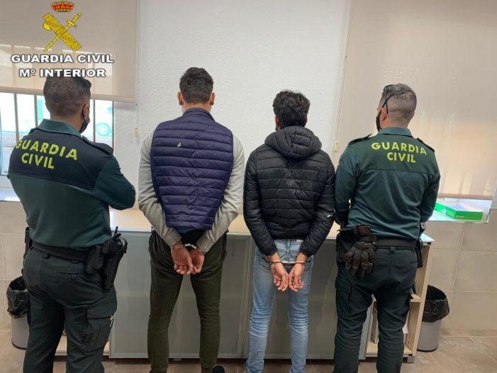 La Guàrdia Civil deté a dues persones per la seua implicació en  dos robatoris amb força en  domicilis confrontants en la localitat de Picassent