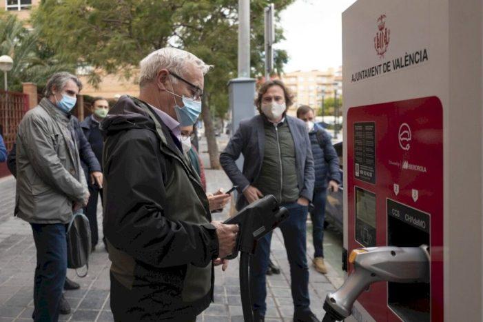 La Mobilitat Sostenible i EMT emprenen la instal·lació de tres noves estacions de recàrrega ràpida per a vehicles elèctrics a València
