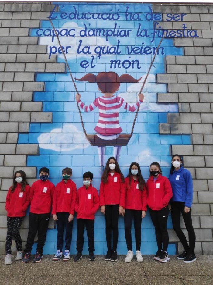 Gavarda reparteix abrics polars i mantes a la comunitat educativa per a combatre el fred