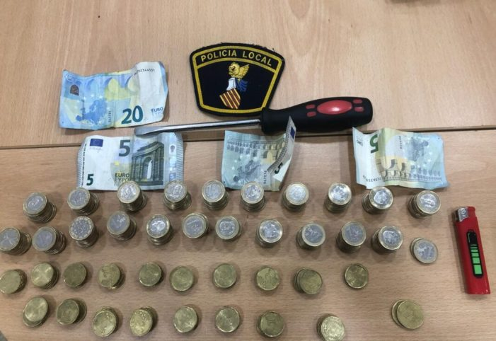 La Policia Local d'Alberic deté a un home per un robatori al comerç local