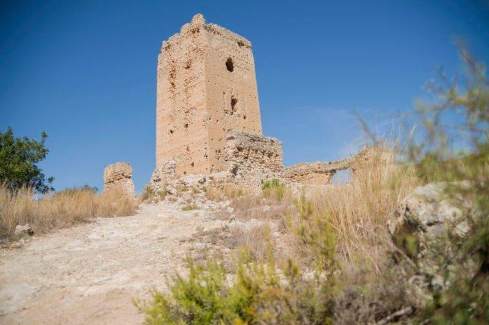 Llombai signa la compra de la Torre Aledua del segle XII