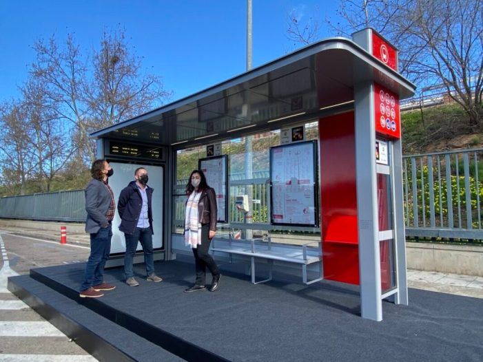 L'Empresa Municipal de Transports (EMT) ha rebut hui el prototip del nou model de marquesina