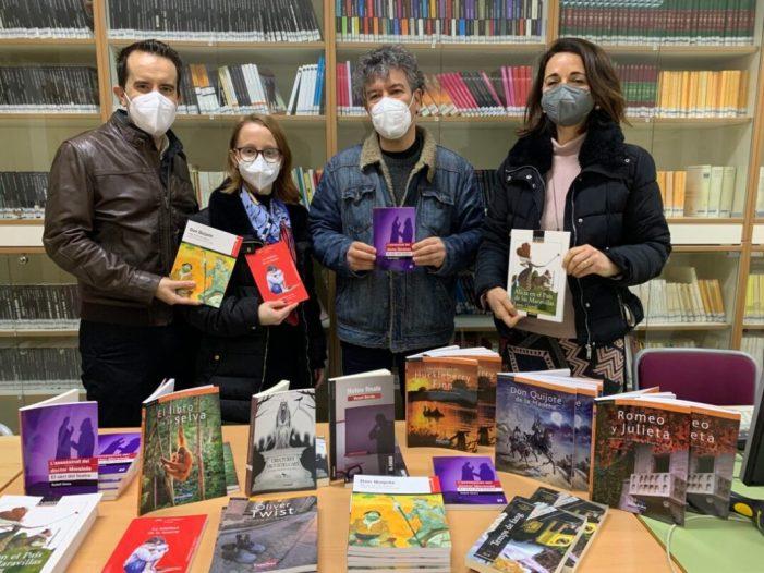 L'Ajuntament d'Alberic entrega quasi 400 llibres a la Biblioteca de l'Institut per a fomentar la lectura i reduir despeses a les famílies