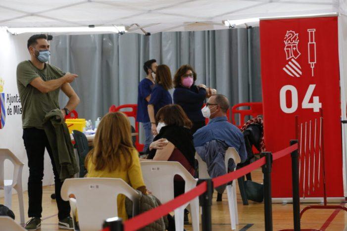 El pavelló del Quint de Mislata acull la vacunació de més de 7.000 professionals del sector educatiu