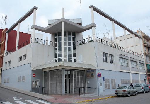 Burjassot obri les terrasses dels bars dels seus Centres Socials i el servei de perruqueria