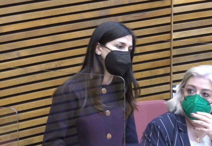 Miriam Turiel (VOX) recrimina a Marzà que no promoga de l'esport femení a la Comunitat Valenciana