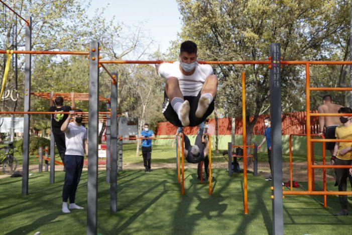 Mislata reforça la seua oferta esportiva a l'aire lliure amb l'ampliació del parc de street workout