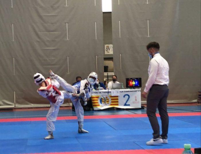 Els 19 esportistes de taekwondo d'Alcàsser es van penjar medalles en els primers Jocs Escolars
