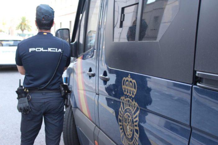 La Policia Nacional deté a València a un home després d'amenaçar amb una arma blanca a un veí
