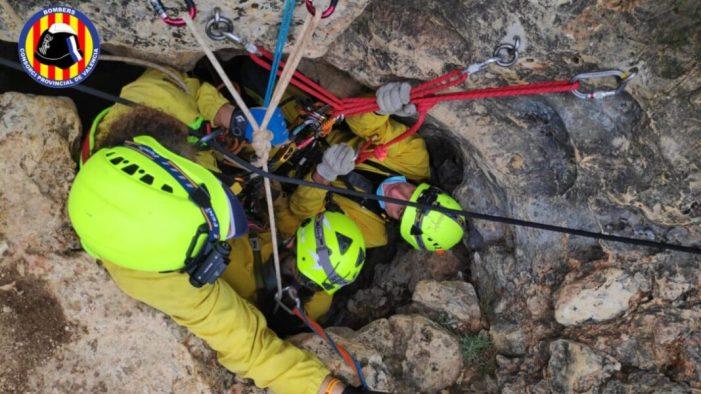 El Consorci Provincial de Bombers de València rescata un home en una cova de Tous