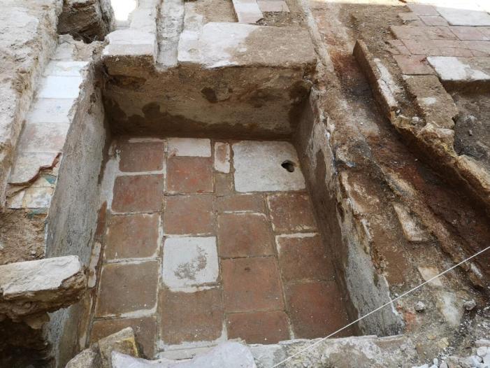 La rehabilitació de la muralla islàmica del segle XI trau a la llum un cementeri medieval