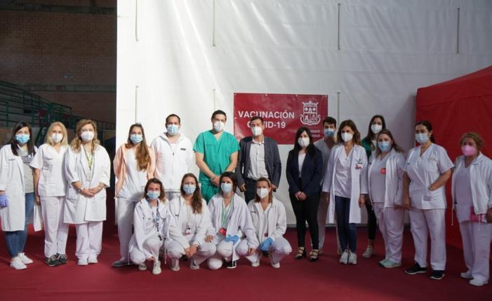 """Massiva"""" il·lusió davant l'inici de la vacunació en el Pavelló Cobert a Burjassot"""